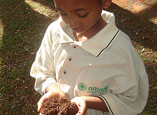 Kids & fertilizer [photo]